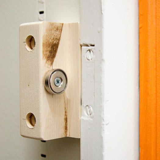 magnet anwendungen schrankt r mit magneten schlie en. Black Bedroom Furniture Sets. Home Design Ideas