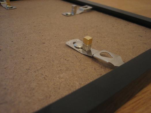 magnet anwendungen bilderrahmen mit magneten aufh ngen supermagnete. Black Bedroom Furniture Sets. Home Design Ideas