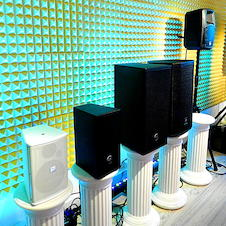 Akustik-Panels mit Magneten flexibel befestigen